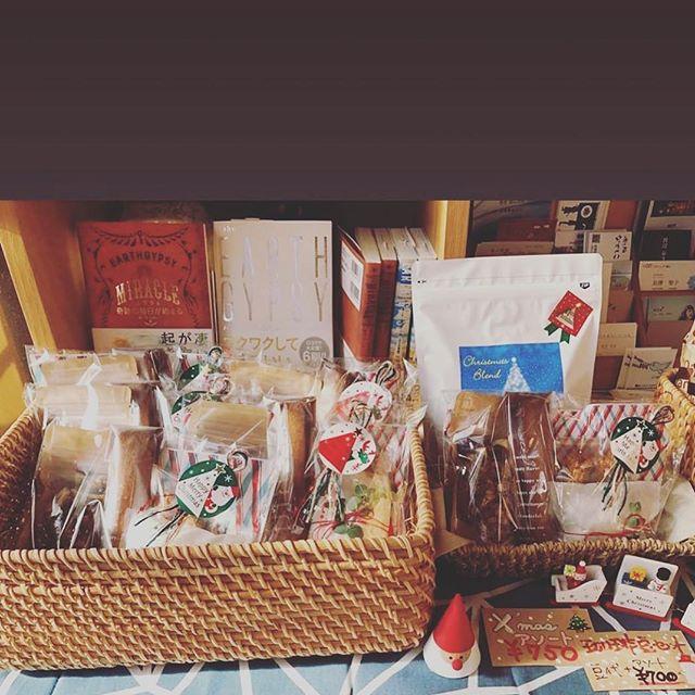 #Repost @taisanji_coffee with @get_repost・・・【クリスマスアソートの販売スタート!】 いよいよクリスマスシーズン到来ですね。今年は『pieces cookie 』さんにお願いをしてクリスマスアソートをご用意しました。丁寧な仕事から作られるとても美味しいお菓子を、クリスマスらしくギュッ!とラッピング致しました。ちなみにラッピングにつかわれている糸は『nijiyarn』さんのもの。キレイな糸で、こちらも素晴らしいお仕事をされております。ぜひ、お買い求めくださいませ。#pieces_cookie #nijiyarn #太山寺珈琲焙煎室のクリスマスアソート#お寺にあるけどクリスマス#太山寺珈琲焙煎室 #太山寺珈琲 #taisanji_coffee_roarsting_room #taisanji_coffee #コーヒー #coffee #スペシャルティコーヒー #specialtycoffee #スペシャルティコーヒー豆専門店 #太山寺 #taisanji #神戸 #kobe #神戸市のコーヒー店
