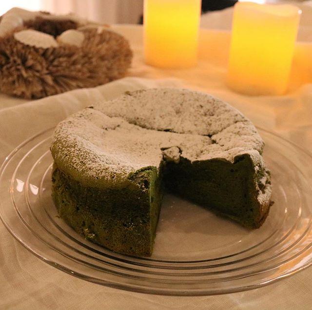 抹茶のガトーショコラこちらオーダーいただきました。画像は以前作った時のもの来年のムサシオープンデパートにもお持ちしようと思います。新作の自家製塩糀のケーキもご好評いただいております!醤油糀とホワイトチョコのケーキもぜひ。@634asaichi 出店スケジュール12/23 加古大池2019/01/05 ウェルネスパーク01/12 ウェルネスパーク01/26 加古大池よろしくお願い申し上げます。#ムサシ朝市#ムサシオープンデパート#稲美の皆様#よろしくお願いします#イベント情報 #塩糀のケーキ#塩糀 #自家製塩糀#焼き菓子屋#焼き菓子販売 #糀のケーキ#pieces焼き菓子 #神戸市西区#焼き菓子専門店 #シフォンケーキ#カヌレ #美味しいおやつ#カフェスイーツお気軽にお問い合わせ下さい。@pieces_cookie ◆予約販売のお問い合わせはinstagramのdm、Facebook、LINEから承ります。◆受け渡し希望日より5日前までにご予約下さい。◆受け渡し希望時間は11:30〜18:00まで◆数が多い場合はご相談くださいませ。