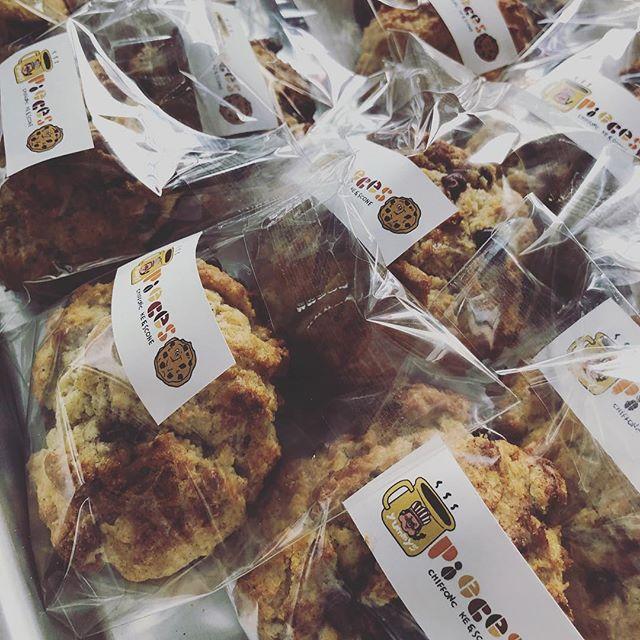 スコーンスコーンスコーン週末イベントにたくさん持っていきます♪(´ε` )塩糀のスコーンもあります。お楽しみに。#スコーン部 #スコーンセット #スコーンお取り寄せ #スコーン便 #ほろほろスコーン#pieces焼き菓子#焼き菓子屋 #焼き菓子販売#オーダー焼き菓子#焼き菓子詰め合わせ #イベント出店#イベント情報#神戸シェアマーケット#塩糀のお菓子#発酵食品 #発酵生活#塩糀