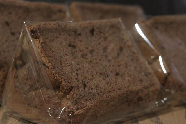 チョコレートのシフォン昨日も試作まだ上がるような気がする。焼き詰まりもないし気泡もバランスが良いと思う。今日も試作を繰り返し週末はムサシでお出しできるかな。#コーヒーのある暮らし #シフォンケーキ#焼き菓子ギフト #チョコレートシフォン#シフォンサンド #ベーキングパウダー不使用 #卵の力#チョコレートの#焼き菓子 #焼き菓子販売#スコーン#ほろほろスコーン #イベント出店#ムサシ朝市#3/3 #784junctioncafe #よろしくお願いします