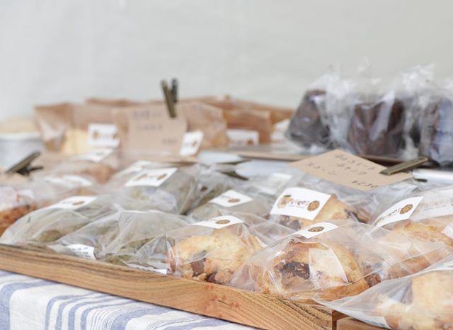3/2 土曜日9:00〜15:00加古川 ウェルネスパーク@634asaichi #オープンデパート朝市 駐車場有り(無料)朝から美味しい朝ごはんやコーヒーパンや、焼き菓子@baffystyle さんのハンバーガー、牡蠣のオイル漬け!も。可愛い雑貨も買えちゃいます。お待ちしてまーす。#シフォンケーキ#フィナンシェ#カヌレ #チーズケーキ #バスク#ベイクドチーズケーキ #テリーヌ#チョコレートのシフォンケーキ#苺#苺とクリームチーズ#ほろほろスコーン #スコーン#美味しいもの 3/3 日曜日@784junctioncafe さんにて韓国料理教室とプチマルシェ10:30〜16:00料理教室に参加されないお客様も大歓迎です。ランチには手作りコチュジャンを使ったビビン麺、ポッサム(蒸し豚)を1100円でご提供致します。持ち帰り用に無添加麹味噌を使った美味しいコチュジャン販売しますよ!プチマルシェは@hannitumo719enj.oi さんの美味しいパンやスコーン@haco805 さん前回大人気でした。流木とドライフラワーのスワッグとお花@pieces_cookie はコーヒーと焼き菓子を販売させて頂きます。ランチお買い物ぜひぜひお越しくださいませ。