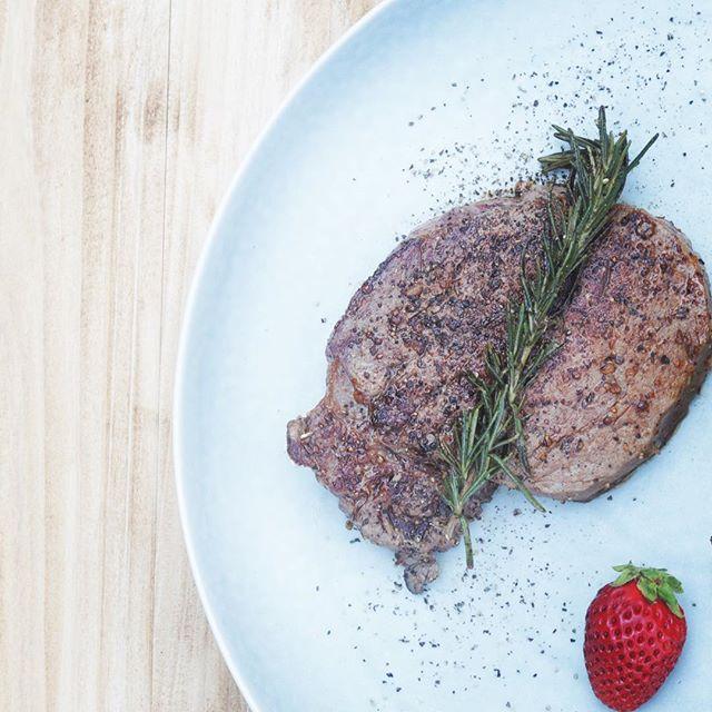 今日はあるイベント写真を撮影むっちゃええ肉シャトーブリアン🥩美味しゅうございました。#ステーキ #肉 #六甲牛#料理写真 #写真撮影 #一眼レフ#canon80d #楽しかった