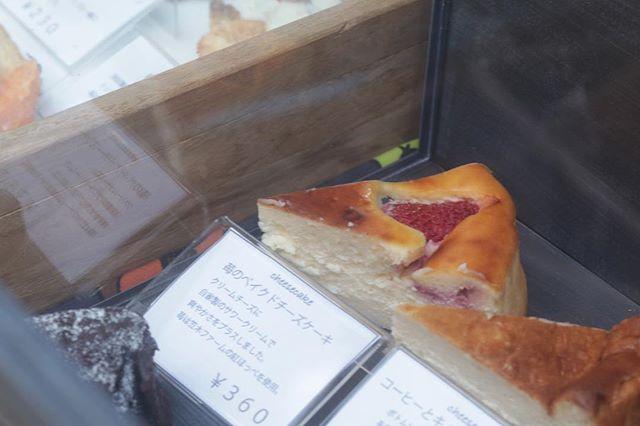 チーズケーキのちゃんとした写真が1枚もなかった…苺のベイクドチーズケーキせとかのチーズケーキコーヒーとキャラメルビスケットのチーズケーキブルーチーズのバスク4種類でした。1番人気は、ブルーチーズのバスク2番人気は、苺のベイクドチーズケーキでした。1度お買い上げいただいたお客様がまた戻ってきてくださりお土産に買って帰ってくださったり〜お友達にすすめてくださったり〜ありがとうございますオープンしてもうすぐ1年になりますが今後もステキなイベントに呼んでいただけるように頑張っていきたいと思います。引き続きpiecesをよろしくお願い申し上げます。#イベント情報 #おたいしマルシェ #チーズケーキ#pieces焼き菓子