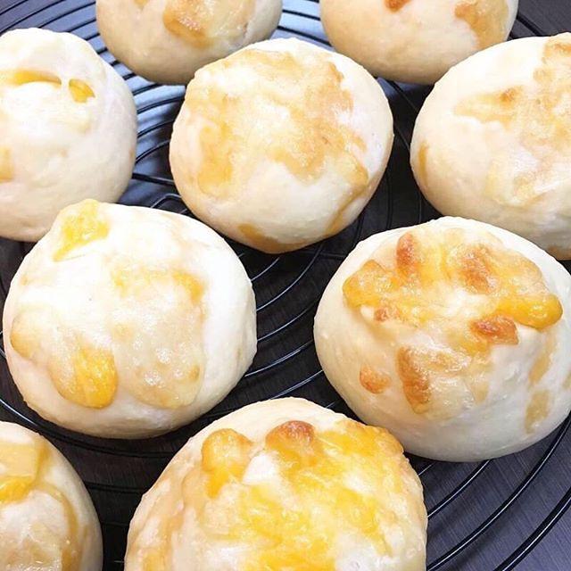 @_coco.bake_  さんのご紹介です。coco.BAKEパンと焼き菓子のお店国産小麦・きび砂糖・太白ごま油・北海道産バターなど、材料にもこだわり、coco.BAKEのパンや焼き菓子でお客様をほっこり笑顔にできるよう丁寧に作っています。白パン生地…白砂糖・卵・乳製品不使用の生地を基本の生地にしてスイーツパンやおかずパンを焼いています。4/24 水曜日場所 @isajia_coffee_and_tea 時間 11:00〜フルーツ飾り切りとおもてなしレッスン️飾り切り(苺メイン)️フルーツサンド(おもてなし編)レッスン料金 5500円☆ランチ、ドリンク付き(isajiaさんの美味しいドリンクメニューからお選びいただけます)プチマルシェ10:30〜@isajia_coffee_and_tea コーヒー、ドリンク@haco805 ドライフラワー、流木スワッグ@_coco.bake_ 白パン、焼き菓子@pieces_cookie スコーン、シフォン、カヌレまだまだ空きがございます。ぜひご参加くださいませ。お子様のお誕生日や女子会にぴったりなおもてなしメニューとなっております。初心者の方も大歓迎お問い合わせは️ pieces.chiffon@gmail.cominstagram dmまでお気軽にお問い合わせ下さいませ。駐車場はありません。近隣のパーキングに駐車をお願い致します。レッスンは11:00〜ですがマルシェは10:30スタートです!お持ち帰り用に大人気のキンパ、無添加コチュジャン、キムチ販売もあります。#プチマルシェ #フルーツ #フルーツ飾り切り #飾り切り #果物 #フルーツカッティング #おもてなし#垂水 #おもてなしメニュー #星ヶ丘 #カフェ#isajiacoffeeandtea #料理教室#プチマルシェ #マルシェ#焼き菓子#焼き菓子販売#ドライフラワー#白パン #美味しいコーヒー#大人の習い事#素敵な空間5月は水キムチのレッスン開催予定です。もちろんマルシェも!詳細はまた後日アップいたします。お楽しみに!