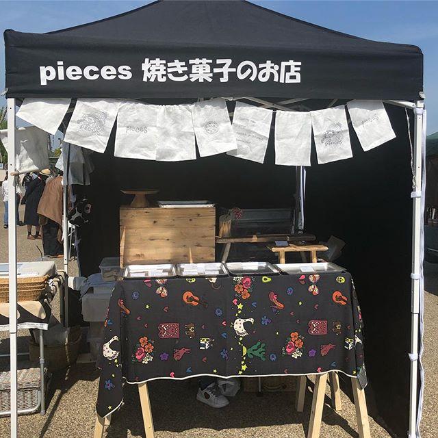 姫路ロハスパークはじまりましたー。朝からたくさんの人で賑わってますよー。No.114でお待ちしてます。#イベント情報#姫路ロハスパーク#ロハスパーク#カヌレ #カヌレ屋#神戸カヌレ#カヌレ部 #シフォンケーキ#焼き菓子屋#おやつや #美味しいおやつ#ほうじ茶カヌレ #ほうじ茶の香り#ほうじ茶のお菓子#pieces焼き菓子