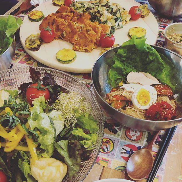 今日は水キムチのWS@l.a.burger_luanaqua ↑勤務先のさきに美味しいランチを食べてから…お腹いっぱいで見学に徹します。#水キムチ#韓国料理#韓国料理教室#発酵食品 #乳酸菌#ビビン麺#チヂミ #チョレギサラダ