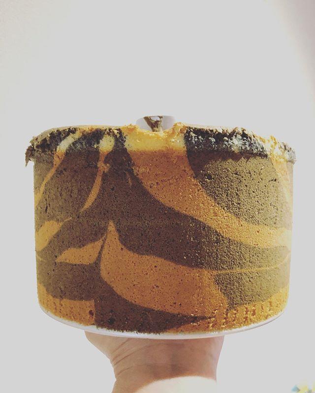 おはようございます。本日は @eatlocalkobe #ファーマーズマーケット神戸 東遊園地でお待ちしてます。9:00〜12:30 しまうま🦓シフォンケーキ今日は5種類黒豆きな粉コーヒー練りゴマクワの葉麻炭パウダーチーズケーキはベイクドチーズケーキバスク風チーズケーキテリーヌ風チーズケーキよろしくお願い申し上げます。お知らせ、、、cannelé de Bordeaux ご好評いただきありがとうございます。イベントにお出しすると、カヌレ人気は毎回すごく大変嬉しく思っております。7/15 月曜日和歌山chuchuマーケットに出店予定ですが、この日を最後にカヌレの販売を秋までお休みさせて頂きます。パワーアップして再登場する予定ですのでお楽しみに!よろしくお願い申し上げます。#シフォンケーキ#ベーキングパウダー不使用#卵の力#北坂養鶏場 #もみじ #さくら#淡路島#しましまシフォン  #しまうまシフォン#しまうまは入ってません#チーズケーキ#pieces焼き菓子#神戸シフォンケーキ