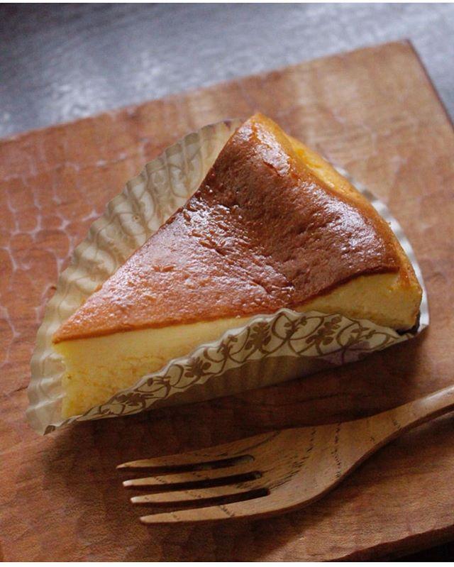 素敵に撮ってくださってありがとうございます。@renryo88 先生能勢町で購入した生食用ブルーベリーをたっぷり入れてベイクドチーズケーキに🧀#瓶入りチーズケーキ #瓶チーズケーキ #チーズケーキ#チーズケーキと#チーズケーキ作り#手作りチーズケーキ#pieces焼き菓子