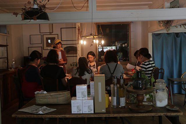 はじまってます!@784junctioncafe @kauoko_kato 先生の重ね煮教室!@pieces_cookie ジンジャーシロップとレモンピール🍋チーズケーキ能勢町 ブルーベリーチーズケーキコーヒーチーズケーキ@pranachaijp さんのコールドブリューチャイの販売韓国お惣菜キムチチャプチェキンパトマトキムチ無添加味噌 コチュジャンお買い物だけでもぜひお待ちしております!まだまだありますよ。#イベント情報 #784junctioncafe #塩屋#韓国料理教室#重ね煮教室#料理教室#重ね煮#野菜の力 #野菜中心の生活#pieces焼き菓子