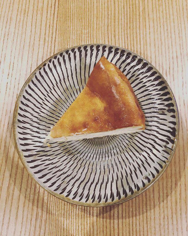 ベイクドチーズケーキまだまだ試作は続く〜早く新しいオーブンで焼いてみたい。来月は工場見学と行きたかったお店を巡ります。楽しみ!#チーズケーキ#チーズケーキと#ベイクドチーズケーキ#チーズケーキ屋さん #焼き菓子屋#pieces焼き菓子
