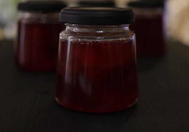 岡山県産 白桃とすもものジャム今朝完成厨房が甘くてさわやかないい香りに包まれています。が︎わたしは汗がとまりません。#ジャム作り #ジャム部#ジャム部2019#ジャム部作るかな #ジャム作りました #白桃とすもも#pieces焼き菓子#ジャム瓶#瓶が可愛い