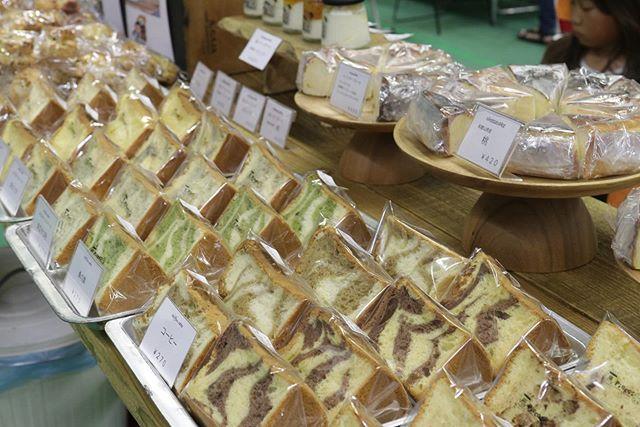 和歌山シュシュマーケットちょっと一息ありがとうございます。Instagram見てます、のお声かけむちゃくちゃ嬉しいです。瓶入りチーズケーキ全て完売しましたー。シフォンケーキも麻炭パウダーが残り3つで終了します!12:48#ジャムを食べる#瓶入りチーズケーキ#チーズケーキ#シフォンケーキ#ベーキングパウダー不使用#卵の力#ほろほろスコーン#和歌山