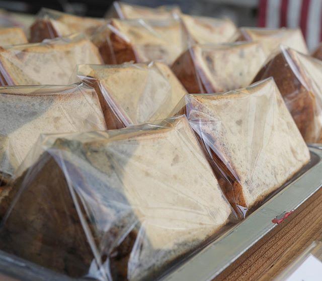 8/6火曜日10:00〜@l.a.burger_luanaqua 内kids design work shop@pieces_cookie はシフォンケーキのお問い合わせがございましたので、メニュー決めました!プレーン (たくさん焼きます)黒豆きな粉コーヒーとホワイトチョコ抹茶その他のメニューは前のポストをご覧くださいませ。#キッズws#夏休みの宿題#夏休みws#スライム#デコスライム #スクイーズ#オリジナルスライム#販売もあります#ドライフラワー#テラリウム#瓶の中に#インテリア#ドライフラワーのある暮らし #明石#ワークショップ#シフォンケーキ #ベーキングパウダー不使用#卵の力 #北坂養鶏場#焼き菓子屋 #おやつや #美味しいおやつ#マフィン #スコーン #瓶入りチーズケーキ#チーズケーキ