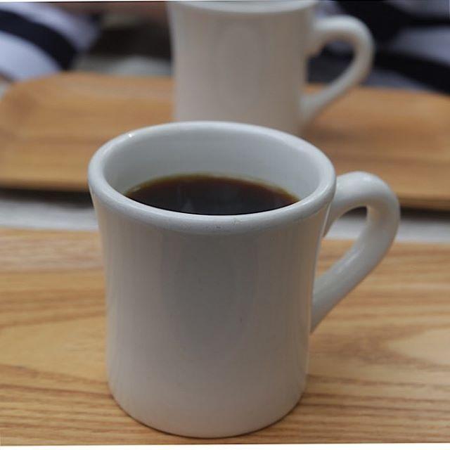 @taisanji_coffee さんだんだんと温かいコーヒー️が美味しい季節さて12月までイベント出店が続きますがある方にイベントディスプレイの相談にのっていただくことにしました。いまから楽しみです!#太山寺コーヒー#太山寺珈琲焙煎室#コーヒー#コーヒー好き#イベントディスプレイ#イベント出店#pieces焼き菓子#焼き菓子屋そろそろ渋皮煮が完成します。