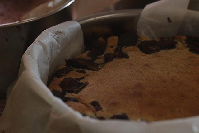 明日は@madolier_fukusaki マドリエマルシェ サルビアドームに出店致します!出店内容は前ポストでご確認下さいませ。写真は、ほうじ茶と栗の渋皮煮のチーズケーキです!今期最後となります。ぜひ!チーズケーキ5種スコーン5種シフォンケーキ2種でございます!お天気も良さそうなのでぜひぜひお立ち寄りくださいー。#チーズケーキ#チーズケーキ作り #いろんなチーズケーキ#スコーン#ほろほろスコーン #カヌレ#シフォンケーキ#マカロン #おたいしマルシェ#ウズラーノ #マドリエマルシェ#神戸市西区 #レモンケーキ #パンとお菓子のフェスティバル #シーサイドパーク#イベント出店 #イベント情報 #pieces#pieces焼き菓子のお店 #pieces焼き菓子屋 #おやつや#シフォンケーキ屋さん #よろしくお願いします🤲
