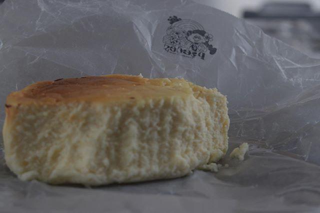 おはようございます!久しぶりにテリーヌ風チーズケーキを焼きました。クリームチーズは2種類マスカルポーネサワークリームを使用し、湯煎焼きでしっとり焼き上げます。日をますごとに熟成し違った味わいになります。コレ本当に美味しいのでぜひ食べて頂きたい1品です!2020/01/11ムサシ朝市で販売予定です。よろしくお願い申し上げます。#チーズケーキ作り #焼き菓子ギフト#ギフトボックス#焼き菓子屋 #焼き菓子詰め合わせ#カヌレ #pieces焼き菓子#カヌレ食べ比べ#カヌレ部 #ムサシ朝市#ムサシオープンデパート #加古川#朝市#マルシェ#イベント出店 #テリーヌ風チーズケーキ#チーズケーキマニア #pieces12/28 土曜日@634asaichi 朝市9:00〜15:00加古川ウェルネスパーク駐車場有 (無料) ↑40店舗以上が出店します。ぜひお立ち寄りくださいませ!お待ちしてますー。