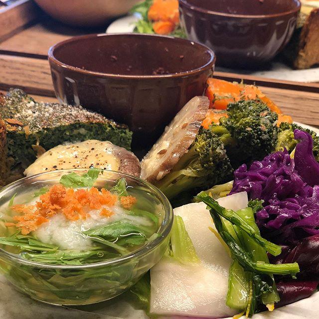 休みの日@rawzen_farms_cafe さんへむちゃくちゃ美味しかったです。おススメはほうれん草のキッシュ!帰りに店長さんと少しお話させて頂きました!50%以上前開で採れた新鮮なお野菜を使われているそうです。ステキな空間でお野菜いっぱいのランチプレート満たされました。ごちそうさまです!#休みの日#ランチ#前開#野菜#ベジランチ#新鮮野菜#おすすめ