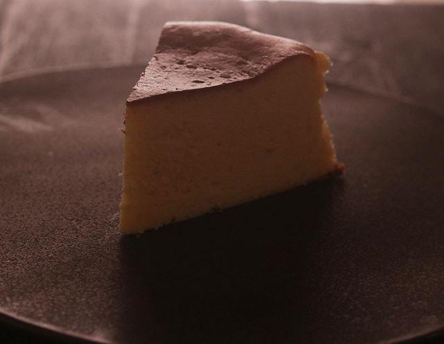 ベイクドチーズケーキ 桜餡プレーンと比べるとほんのり桜色サクラリキュールで香りも良いです!こちらもセット販売に入れます!20㌢ 1/8カット 430円BASEではプレーン×1ショコラ×1ブラウニー×1季節限定 桜餡×14pc セットでの販売です。準備できましたらお知らせ致します。よろしくお願い申し上げます。#pieces焼き菓子屋#pieces#焼き菓子販売#焼き菓子屋さん#シフォンケーキ#スコーン #チーズケーキ #クッキー #cookies#イベント販売#イベント出店 #店舗なし#神戸市西区#玉津インターすぐ#ご予約承ります#よろしくお願いします #桜餡#チーズケーキ #桜餡チーズケーキ #チーズケーキ通販#蒸し焼きガトーショコラ