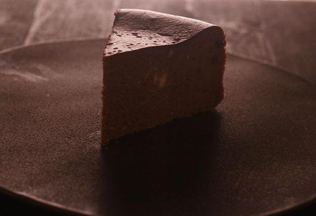 ショコラのベイクドチーズケーキチーズケーキ4種セットの1つプレーンと同じくらい人気なんです。20㌢ 1/8カット 430円BASEではプレーン×1ショコラ×1ブラウニー×1季節限定 桜餡×14pc セットでの販売です。季節限定チーズケーキ桜餡は4月末までの販売5月からは日本茶を使ったチーズケーキ試作中準備できましたらお知らせ致します。よろしくお願い申し上げます。#pieces焼き菓子屋#pieces#焼き菓子販売#焼き菓子屋さん#シフォンケーキ#スコーン #チーズケーキ #クッキー #cookies#イベント販売#イベント出店 #店舗なし#神戸市西区#玉津インターすぐ#ご予約承ります#よろしくお願いしますシフォンケーキ屋です。