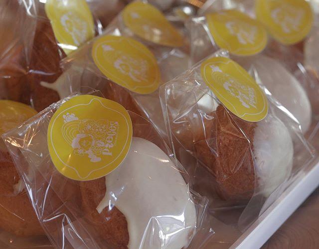 @sioyachocolate さん納品しました。よかったらご覧くださいませ。レモンケーキ🍋ご近所の幼稚園では卒園式が…おめでとうございます#pieces焼き菓子屋#pieces#焼き菓子販売#焼き菓子屋さん#シフォンケーキ#スコーン #チーズケーキ #クッキー #cookies#イベント販売#イベント出店 #店舗なし#神戸市西区#玉津インターすぐ#ご予約承ります#よろしくお願いします@_coco.bake_ さんのクッキーも残りわずかです!お早めに。