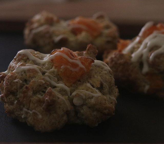 愛媛県産 せとか(みかん)ホワイトチョコレートのスコーン生地にアールグレイを練りこんでます。来週末は3/21 土曜日小麦サミット 大塩シーサイドパークシフォンケーキスコーンチーズケーキたくさん持っていきます。メニューは後ほどアップします。リクエストがあればぜひー#pieces焼き菓子屋#pieces#焼き菓子販売#焼き菓子屋さん#シフォンケーキ#スコーン #チーズケーキ #クッキー #cookies#イベント販売#イベント出店 #店舗なし#神戸市西区#玉津インターすぐ#ご予約承ります#よろしくお願いします